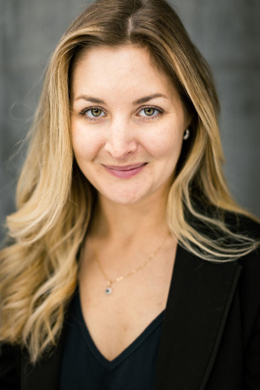 Ariane Deschênes - Chargée des relations d'affaires et légales